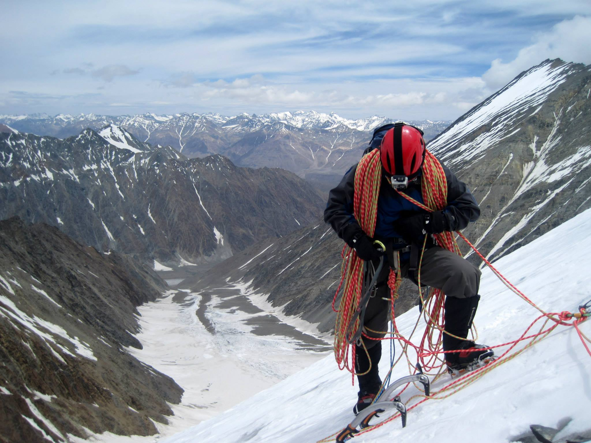 mountain climbing expeditions challenged - HD2048×1536