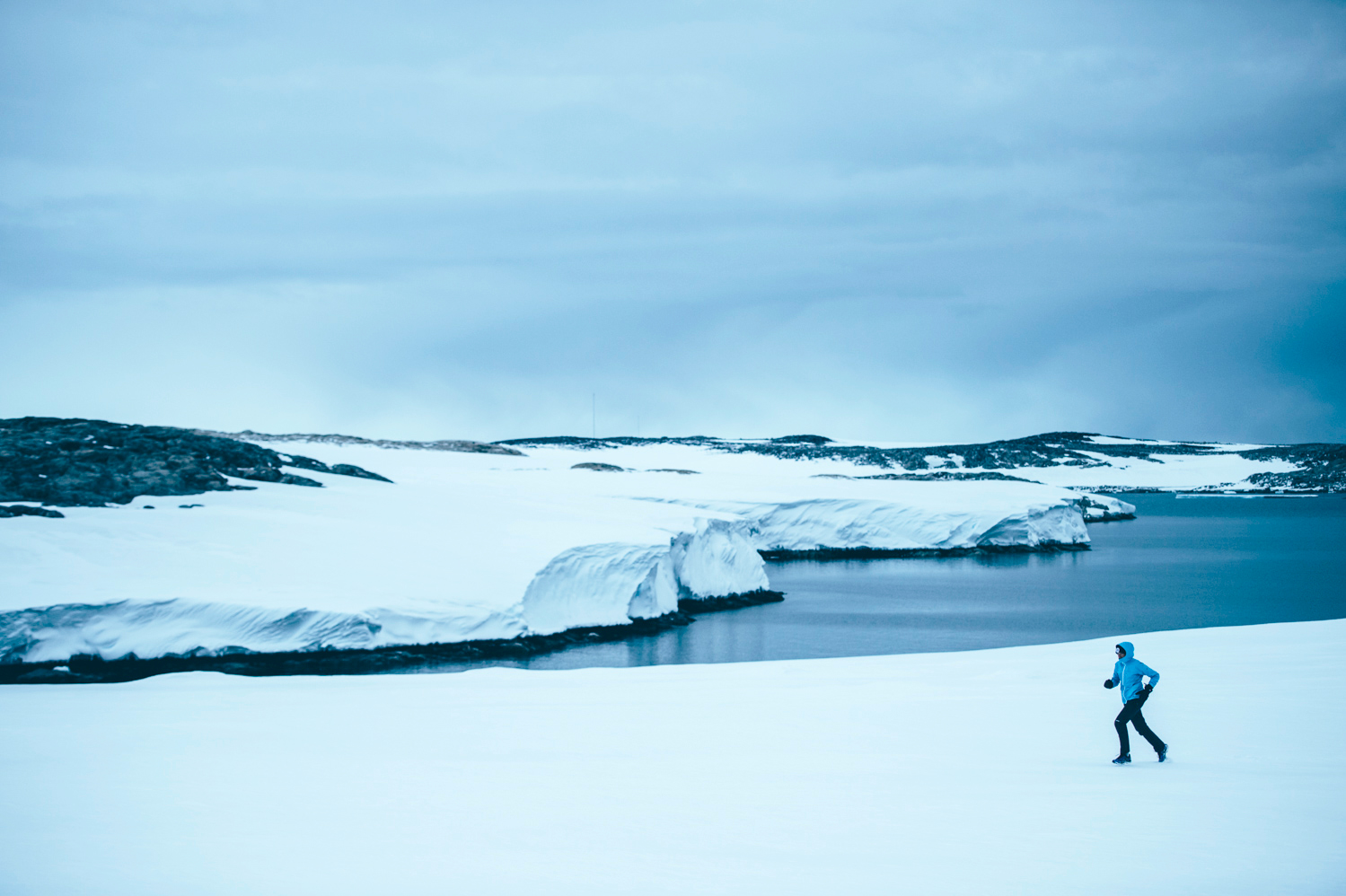 Mina-Guli-running-in-Antarctica-near-Casey-Station---7-Deserts-Run---February-2016